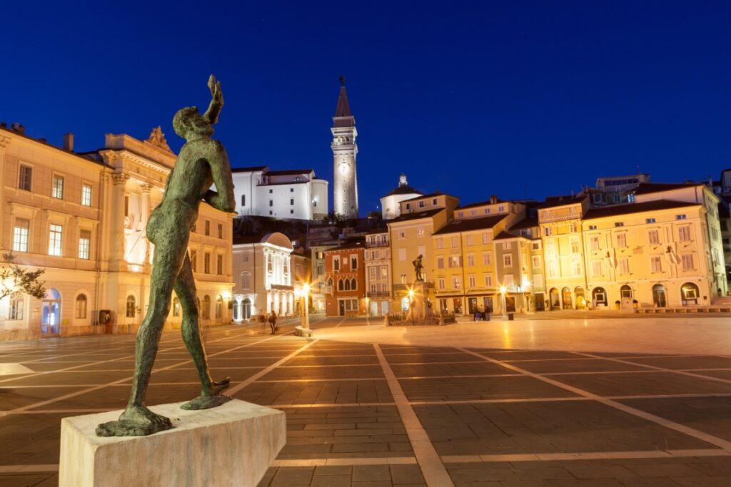 Tarinie Platz in Piran - ©selitbul - stock.adobe.com - cosamia